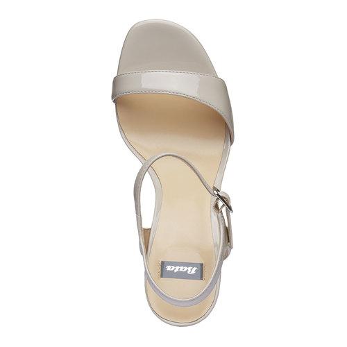 Sandali verniciati da donna con cinturino alla caviglia bata, beige, 761-8550 - 19