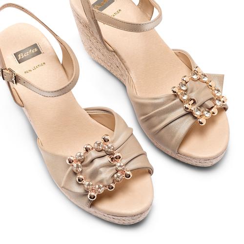 Sandali con applicazione bata, beige, 769-8237 - 26
